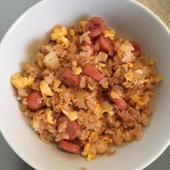 明太子とウィンナーを合わせるという大胆な組み合わせのバターライスです。卵も入れて、ひと皿で大満足のバターライスです。