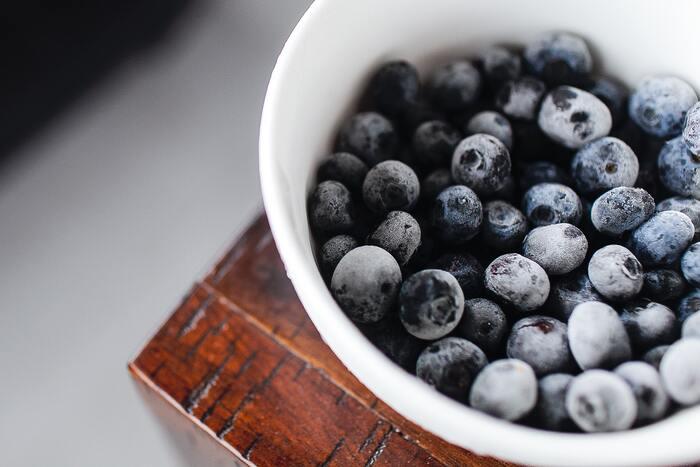 冷凍食品は調理したものだけでなく、旬の野菜を切って急速冷凍したものや果物もあります。旬のものを使って作られているから、価格も安く栄養も高いまま、保存料も使っていないとなれば… 使い勝手も良いしむしろ使わない手はないでしょう。