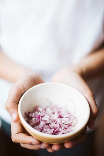 冷凍食品の野菜なら、洗う、皮を剥く、切るなどの下ごしらえのひと手間はもう済んでおり、調理時間が短縮できます。さらに、調理中に捨てる部分もないため、余って腐らせてしまうこともありません。
