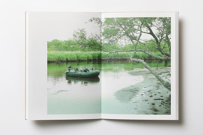 写真や画像がいつまでも色褪せず、見開きページも真ん中まできちんと見ることができます。写真の美しさを損ねません。