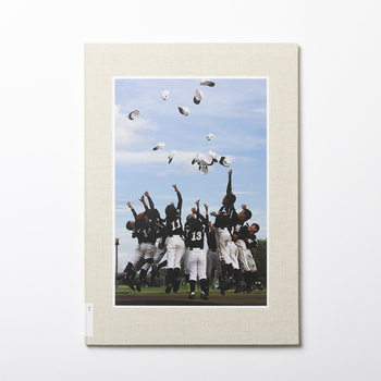 野球チームの思い出を集めた1冊。BONで丈夫な本に仕立てておけば、子供たちが大人になっても美しいまま写真を見返すことができます。