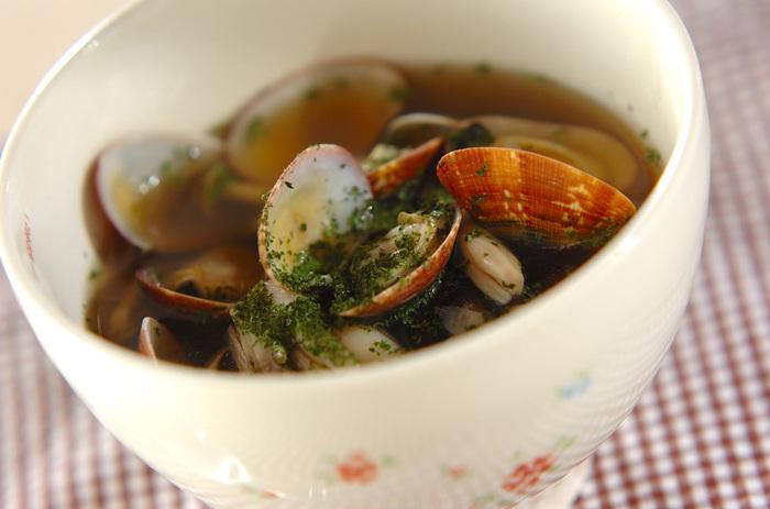 アサリときのこの旨みがスープに移って、最後の一滴まで美味しくいただけるスープになりました。アサリは殻付きのものを使った方が、ゴージャスに見えます。アサリの砂抜きさえできていれば、すぐに作れますね。