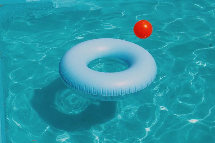 海に行ったりキャンプをしたり、夏は様々なアクティビティを楽しめる夏。でも、夏バテがつらい人にとっては、夏を思いっきり楽しめないですよね。よくある夏バテの症状には下記のようなものが挙げられます。  ・食欲がない、もしくは落ちている ・疲れやすい ・体がだるく感じる ・体がのぼせている感じがする ・下痢や便秘 ・頭痛 ・イライラ