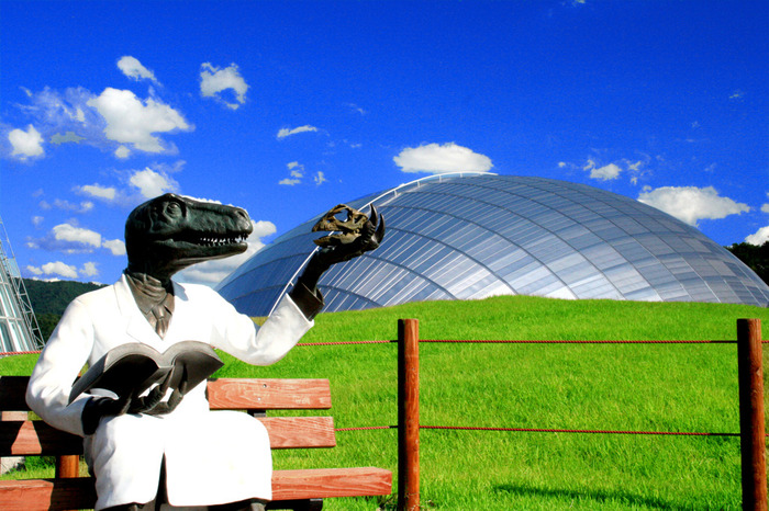 世界三大恐竜博物館のひとつと言われる、福井県立恐竜博物館。ドーム状の建物がまるで恐竜の卵みたいです。
