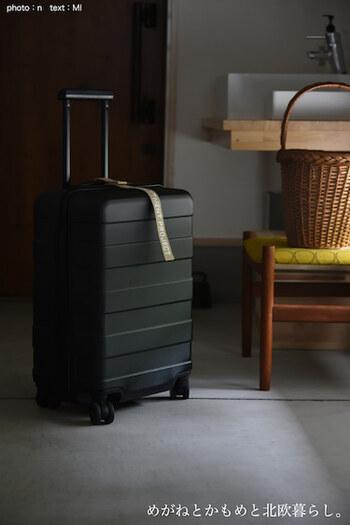 ふと目をやると、そこにはひっそりと佇むスーツケースが・・・。  楽しい旅を終えて自宅に帰ると、ホッと一安心すると同時にドッと疲れがでてくるもの。帰宅してから一度ソファに座り込んだが最後、「もう動きたくない!!」という経験、よくありますよね。  旅の後の荷ほどきって、本当に億劫なひと仕事。
