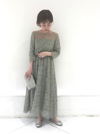 さりげなくトレンドを押さえつつ、シンプルなテイストのアパートバイローリーズ。キレイな色味&レース使いのお呼ばれドレスにも、定評があります。オトナの女性が「今着たい」と思えるようなドレスが見つかりそう。