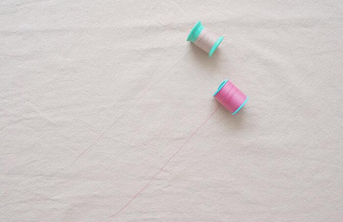 糸はダブルガーゼは、普通地用の60番のポリエステル糸が◎。色は糸の縫い目が目立たない色を選んだり、逆に目立つ色を選べばアクセントになり、それもまた素敵。