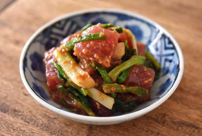 和洋中なんでも合うマグロを使った「わけぎとまぐろの辛子酢みそ和え」は辛子がピリリと効いて美味しい!晩酌のお供に最高の一品です。