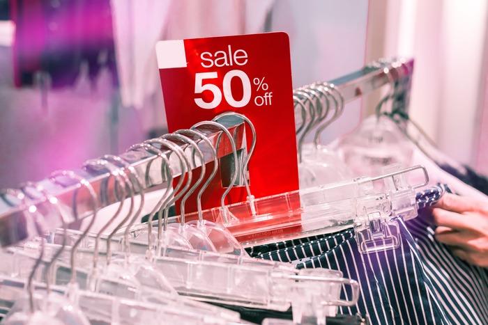 特にSALE時期は、いつも以上にお得でワクワクしますよね。でも安いからという理由だけで買ってしまうと、服の数がどんどん増えていくばかり…。把握しきれなくなり、気軽に捨てられることにもなりかねません。