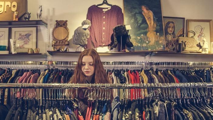 クオリティの良さは分かっていても、ハイブランドだとなかなか買えませんよね。そんなあなたには、古着屋さんがおすすめ。状態や品質の良い古着を選べば、長く着ることができます。普通の洋服屋さんにはなかなか出回っていない柄やデザインと出合える楽しみもあります。