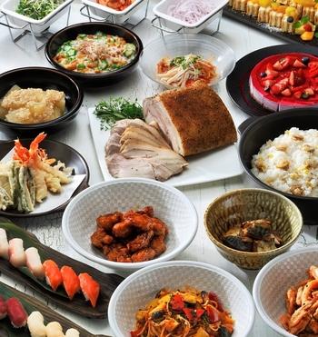 天ぷらやお寿司などの和食から、ローストチキンなどの洋食までいただけるので、その時の気分に合わせて好きなものを楽しめます。