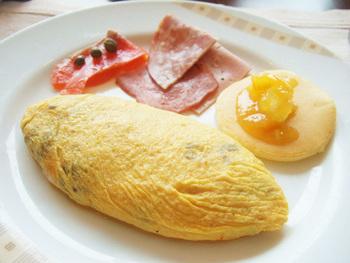 ディナーのほか、朝食ビュッフェも有名です。帝国ホテルに泊まる機会があれば、ぜひこちらも楽しみたいですね。