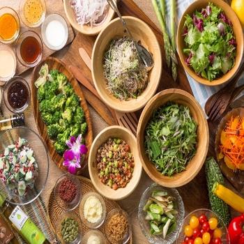 地元武蔵野地区でとれた野菜を使用したサラダバーなど、地産地消の取り組みも。新鮮なお野菜をたくさん楽しめます。
