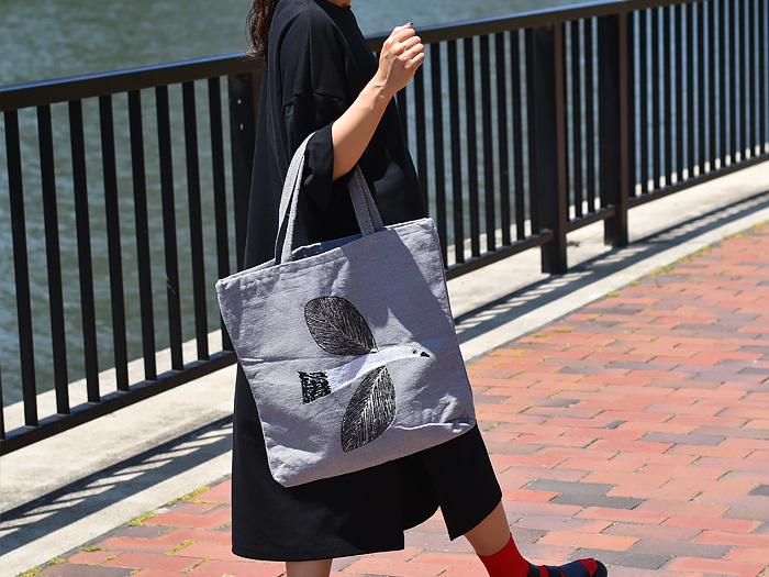 イラストレーターの松尾ミユキさんのトートバッグは、動物をモチーフにした可愛いデザインが印象的です。コーディネートの主役になるおしゃれなバッグは、自分用にはもちろんのこと、大切な方へのギフトにもおすすめですよ。