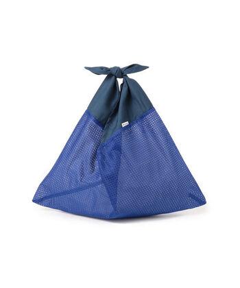 """日本で昔から親しまれている""""あずま袋""""をモダンにアレンジしたおしゃれなエコバッグです。あずま袋は持ち手部分を結んで風呂敷感覚で持ち運べるという、日本ならではのユニークなバッグです。こちらは袋の部分にメッシュ素材を採用したBEAMSの別注モデルになります。"""