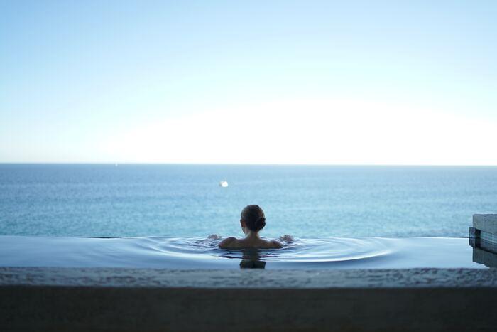 ご近所、または日帰りで行ける温泉旅行に出かけてみませんか?ゆったりと湯につかって、日々の忙しさで疲れた体と心をリセット。たっぷり汗をかいたら代謝も上がって、美容や健康にも嬉しいことがたくさん◎スパやマッサージもおすすめです。