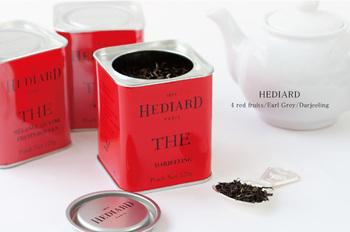 フランスの老舗高級食料品店「HEDIARD(エディアール)」の紅茶。一流の茶園で採れた茶葉を使用しており、おもてなしやギフトにぴったり。 真っ赤なお洒落な缶に入っているのは、4レッドフルーツ、アールグレイ、ダージリンの3種類。甘酸っぱい香りのフレーバーティーはアイスティーにしても美味しいですね。