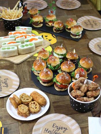 小さなハンバーグを焼いておけば前日準備もできちゃうミニバーガー。見た目も可愛く食べ応えもあるので大人も子供も大満足です。