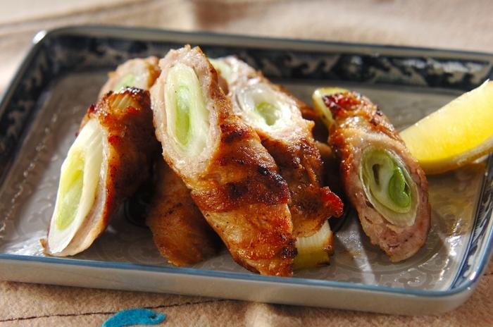 豚バラの脂を白ネギが吸い込んでジューシーでうまうまな一品に。お酒のお供にもお弁当にも喜ばれるレシピです。
