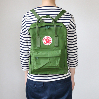 北欧らしい可愛らしいフォルムとキツネのマークがポイントのカンケンバッグ。スウェーデンでは小学生のスクールバッグとして使用されているとか。スウェーデン語で「持ち運ぶ」という意味からカンケンと名付けられました。