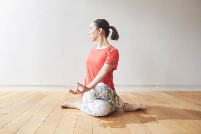 自律神経を整えるポーズの一つ。背骨をねじることで自律神経の伝達が良くなり自律神経の働きが整うのだそう。