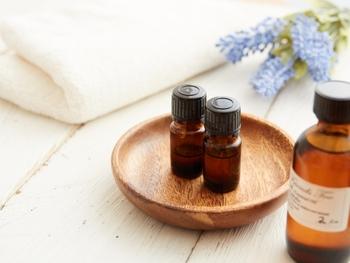 あなたがリラックスする時ってどんな時ですか?おそらく五感が気持ち良く癒された時ではないでしょうか?その五感のなかでも嗅覚は手軽に癒しやリラックスを得ることができる感覚といえるでしょう。香りのある環境は生活に潤いを与えてくれます。そんな香りのある環境のより深い知識を習得できるのが、このアロマテラピー検定です。