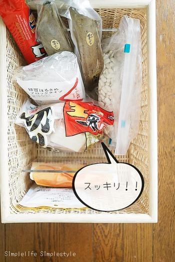不要な食品を処分すると、収納スペースがスッキリ。余裕のある収納だと、入っているものが一目瞭然なので、使い忘れも防げます。