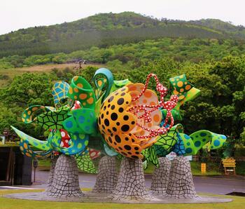 園内を散策しながら現代アートの世界に気軽に触れられるため、小さなお子さんやあまり詳しくない方でも現代アートの持つ芸術性や楽しさに気づくきっかけになるはず。