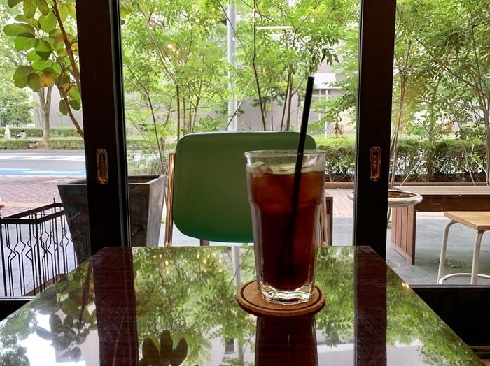 世界大会準優勝のバリスタが経営するコーヒーショップ。コーヒー好きの方に有名なこちらのお店では、コーヒーはもちろんクオリティの高い軽食やスイーツなどもいただけます。東公園をお散歩した帰りに、立ち寄ってみてはいかがでしょうか。