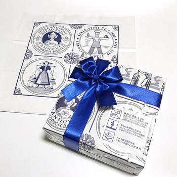 包装用紙や紙袋の色も素敵。開ける瞬間もワクワクします♪