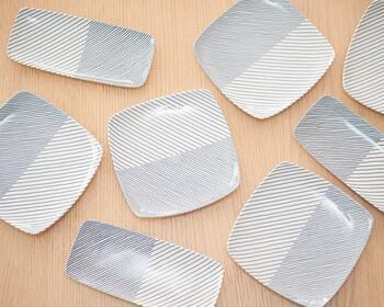 デザインから製造まで一貫して行うオシャレな和食器のブランドとして人気の白山陶器で30年以上ロングセラーとして多くの方に指示されているのがこちらの「重ね縞」です。