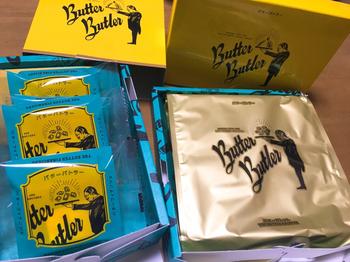 イエローとブルーのコントラストが鮮やかな執事をモチーフにしたパッケージ。中のフィナンシェは、カリッとした表面にメープルシロップが染みこんで、バターの風味がしっかりと感じられます。