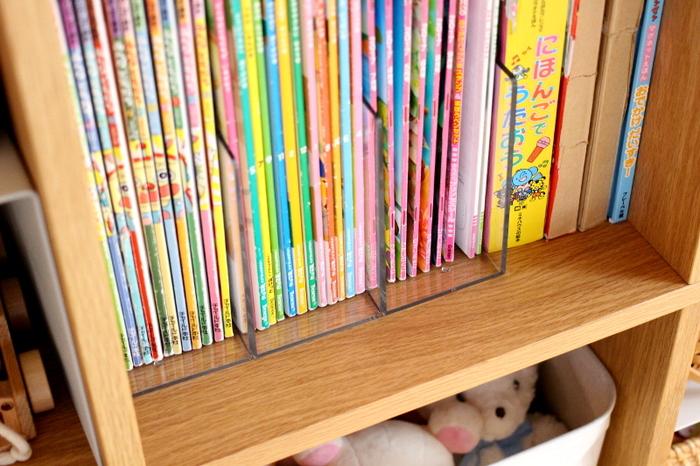 きれいな収納に役立っているのは、【無印】のアクリル仕切りスタンド。3つに分かれているので分類しやすく、適度な重みでずれることもありません。お子さんでも使いやすそうですね。