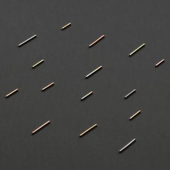 まさに夜空に流線を描く流れ星のようなこちらのピアス。
