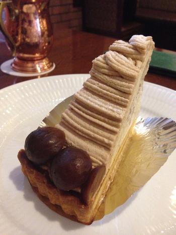 コーヒーのお供にぴったりのケーキは種類豊富です。渋皮モンブランは、さっくりとしたタルトにマロンクリームがたっぷり。マロンが2粒も載っているのが嬉しいですね♪濃厚なマロンの味を堪能できます。