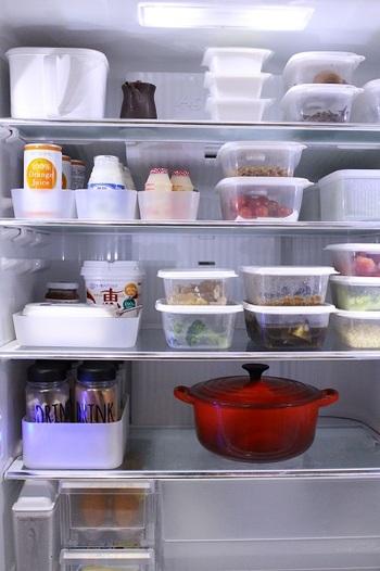 さらに、プラスチックは気軽に積み重ねできるのも大きなメリット。冷蔵庫の中を効率的に使うことができます。