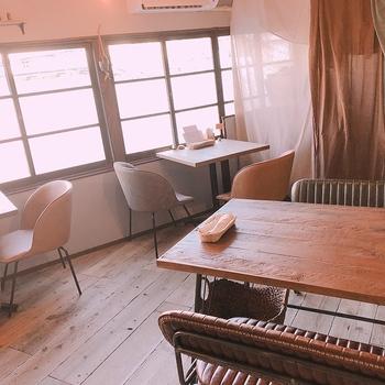 大阪はスパイスカレーも名物のひとつ。美味しいお店がたくさんありますよ。中でもこちらのお店は、店内がカレー屋とは思えないほどおしゃれ。女性に人気のカレー屋さんです。