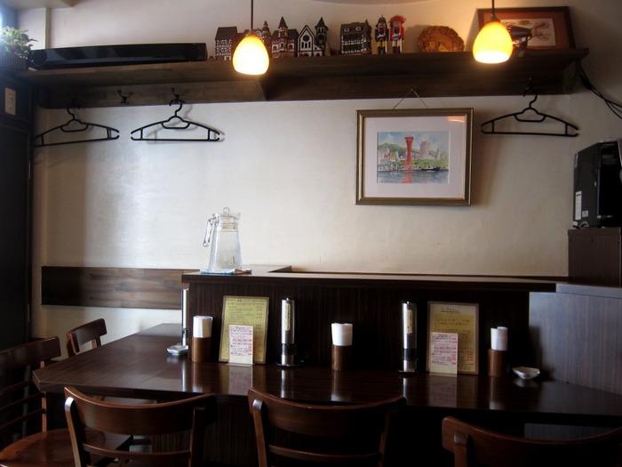 アメ村にあるオムライスがおいしいお店。純喫茶のようなレトロな雰囲気がすてきです。平日でも開店前から人が並ぶほど大人気!