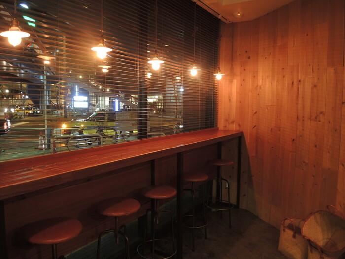 落ち着いた雰囲気の店内。1人のお客さんも多く静かなので、梅田という大都会にありながら、ゆっくりすることができますよ。