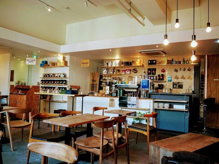 大阪・西中島南方にある雰囲気の良いカフェ。内装がおしゃれで、ロフトスペースもあったりとゆっくり過ごすことができます。ベランダ席もあるので、心地よい風を感じながらディナーを楽しむこともできますよ。