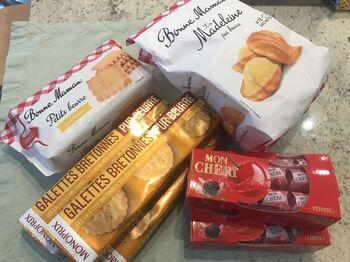 Bonne Maman(ボンヌママン)を始め、La Mere Poulard(ラメールプラール)、Lu(リュ)なフランス人にお馴染みのクッキーやガレット、ビスケット類がたくさんあります。  パッケージも素敵ですが、中身もとっても美味しいものばかり。  ボンヌママンのマドレーヌタイプは日本未入荷とか。パリならではのお土産になりそうです。