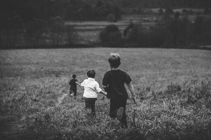 過去を振り返ってみると、小・中学校時代が最も長く感じられ、印象に残っている思い出も多くありませんか?それ以降、社会人になるにつれて、時の流れを速く感じることが多いでしょう。