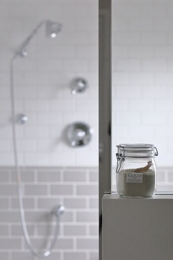 お気に入りの入浴剤やバスボムなどを使うと、リラックス効果が高まって、しっかりと体を温めることができます。  これを機に、入浴剤を手作りしてみるのも面白そう。