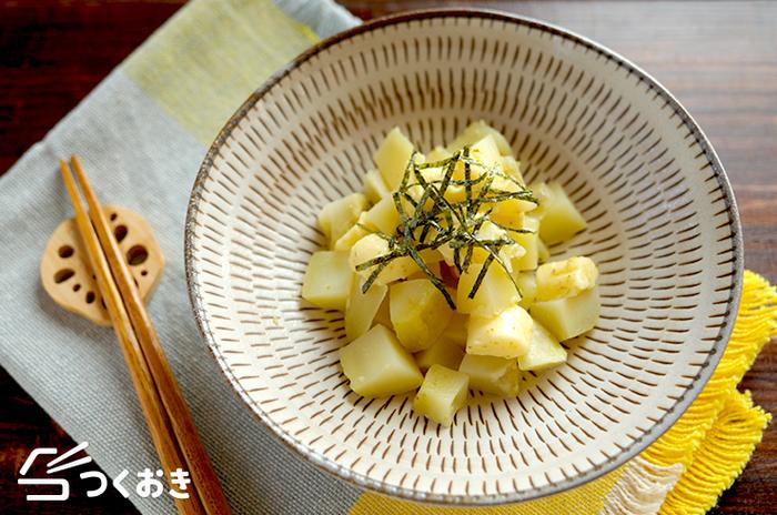 レンジでチンしたジャガイモをプロセスチーズと柚子胡椒で和えただけの簡単レシピ。ジャガイモは腹持ちも良く食べ応えもあるので立派な副菜として活躍してくれます。小腹が空いた時にも◎
