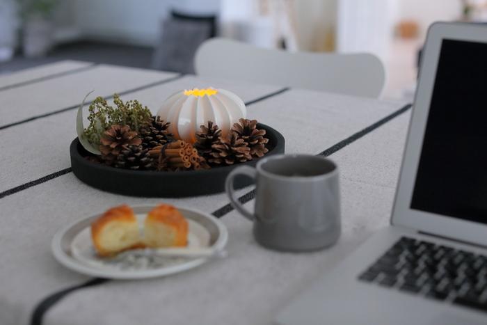 LEDキャンドルを灯せば、お部屋を手軽に暖かみのあるムードにすることができます。LEDなので熱を帯びることがなく、植物と一緒にディスプレイしても安心です。