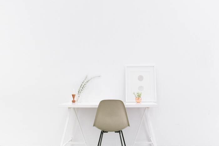 小さなスペースを活かす。「スツール」を使った便利でステキな部屋づくり