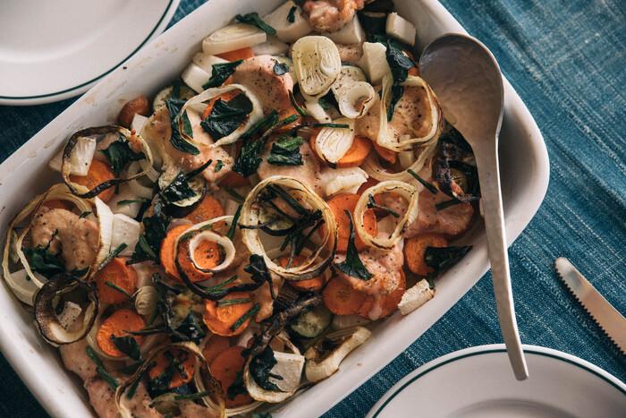 また、浅いタイプの耐熱性のある保存容器は、オーブン料理やお菓子作りにも重宝します。熱の入り方も均一でムラがなく、そのままテーブルに。ゼリーやアイスなど冷やすスイーツにも便利です。
