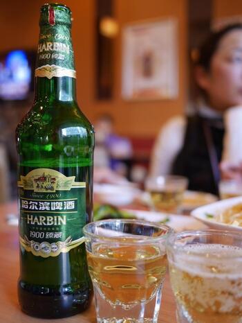 美味しいご飯には美味しいお酒!ということで、ハルビンで欠かせないのが「ハルビンビール」です♪ハルビンビールは中国最古のビールという歴史深いお酒。女性でもどんどん飲めてしまう口当たりです。ハルビン料理には、ぜひハルビンビールをご一緒に!