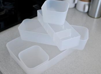 こんな風に個別になっているケースなら、汚れが気になる物だけ取り出して洗えます。清潔感をキープするコツになりますよ。
