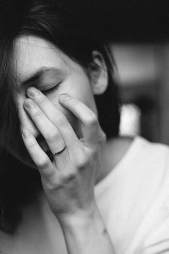 「助けて欲しいとお願いすればいい、あるいはお願いしたい」とは思いながらも、実際にはなんとなく頼みづらくて自分ひとりで抱え込んでしまう人が少なくないようです。